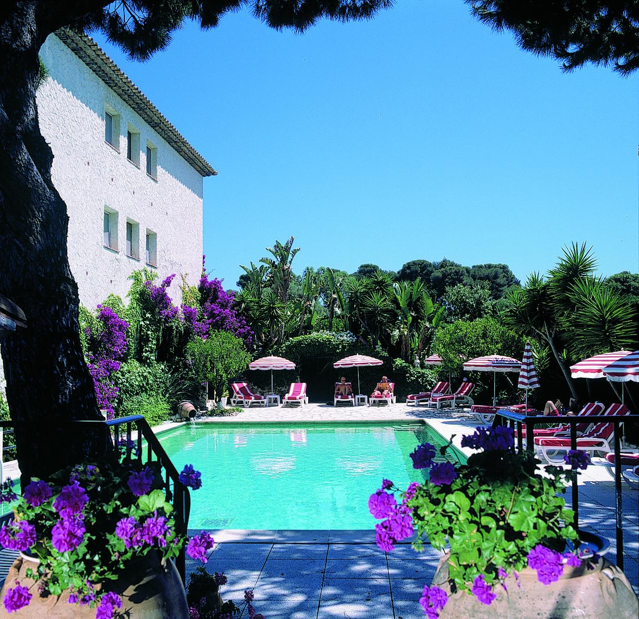 H tel castel garoupe site officiel de l 39 office de for Moteur recherche hotel