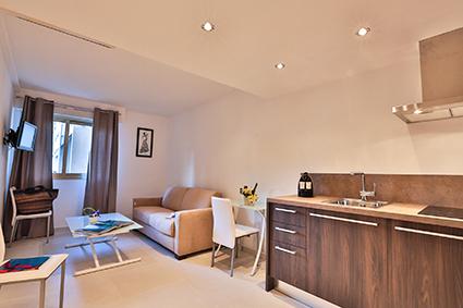 r sidence la maison blanche site officiel de l 39 office de tourisme d 39 antibes juan les pins. Black Bedroom Furniture Sets. Home Design Ideas