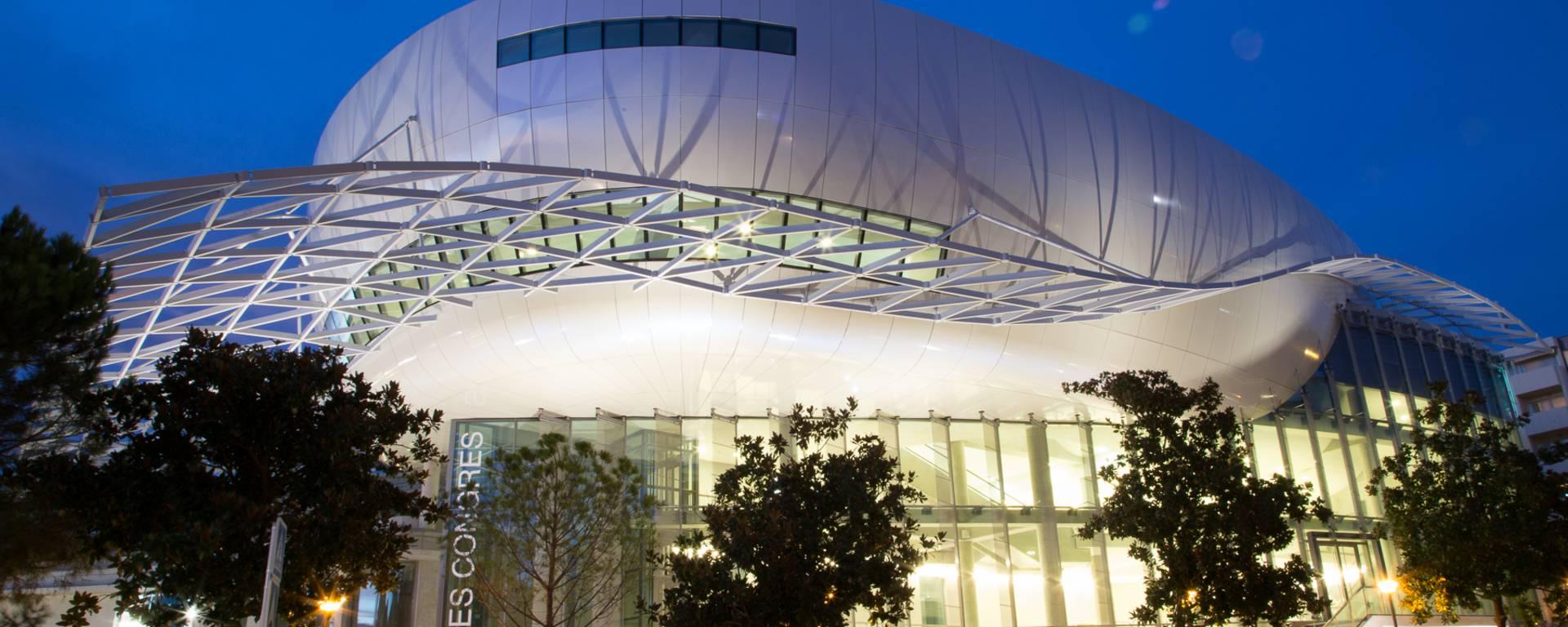 Palais des Congrès, le soir ©P. Ducap