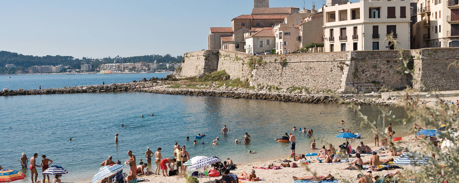 Gravette Beach, in the heart of old Antibes
