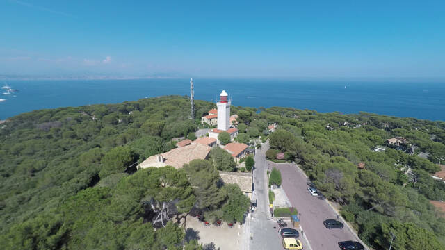 Garoupe Chapel and lighthouse ©Mairie d'Antibes Juan-les-Pins, service communication - J. François Diaz