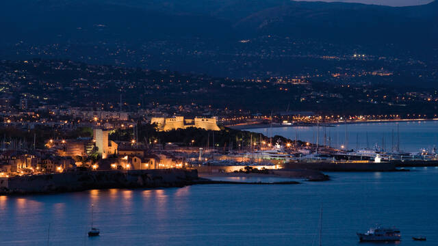 Antibes view of the Garoupe, dusk © F. Trotobas (Mairie d'Antibes JLP - service presse communication)
