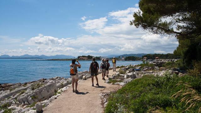 Cap d'Antibes, sentier de Tirepoils ©Mairie d'Antibes Juan-les-Pins, service communication - Julien Brosset