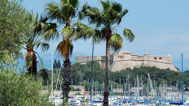 Fort Carré seen from Antibes' harbor © David Vincendeau (office de tourisme et des congrès)