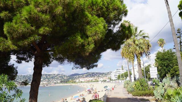 Public beach Juan-les-Pins