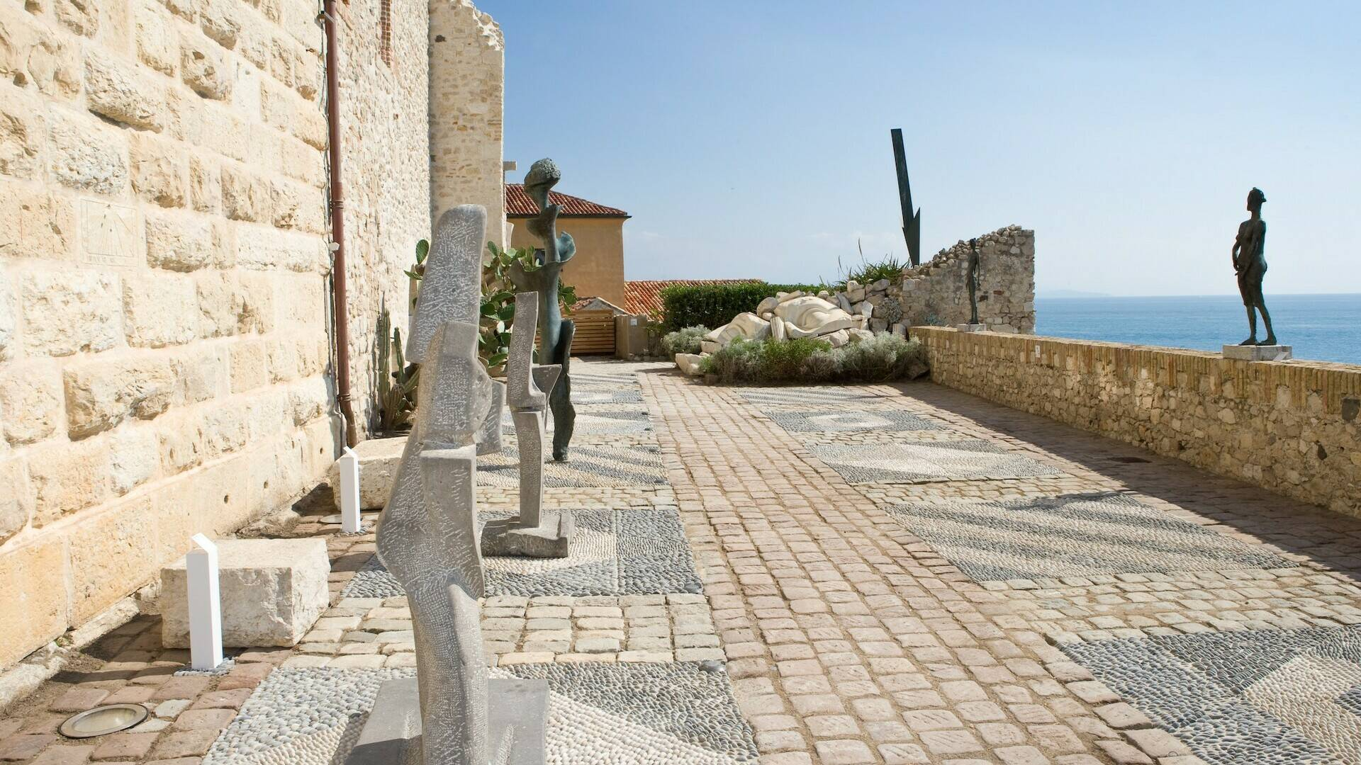 Picasso museum's terrace © J. L. Andral - musée Picasso