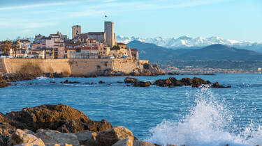 Antibes, its rempart walls and the sea