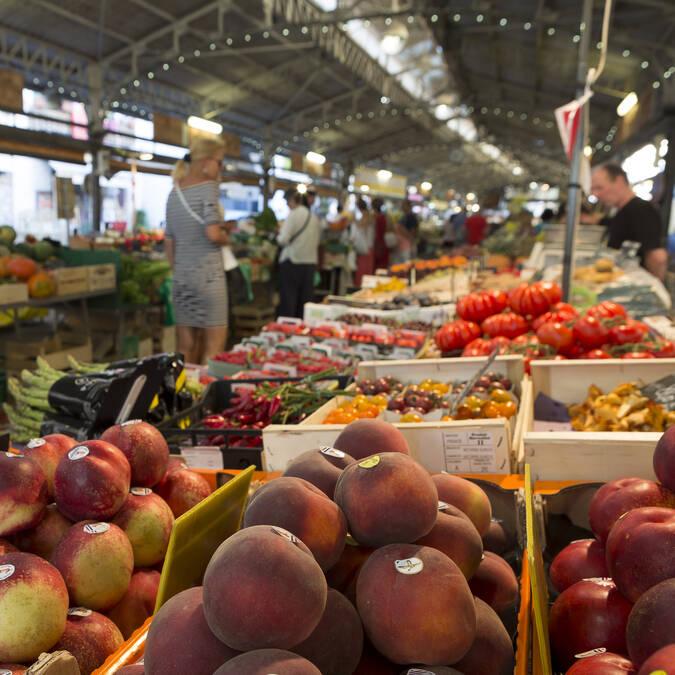 Il mercato provencale ©J. Brosset